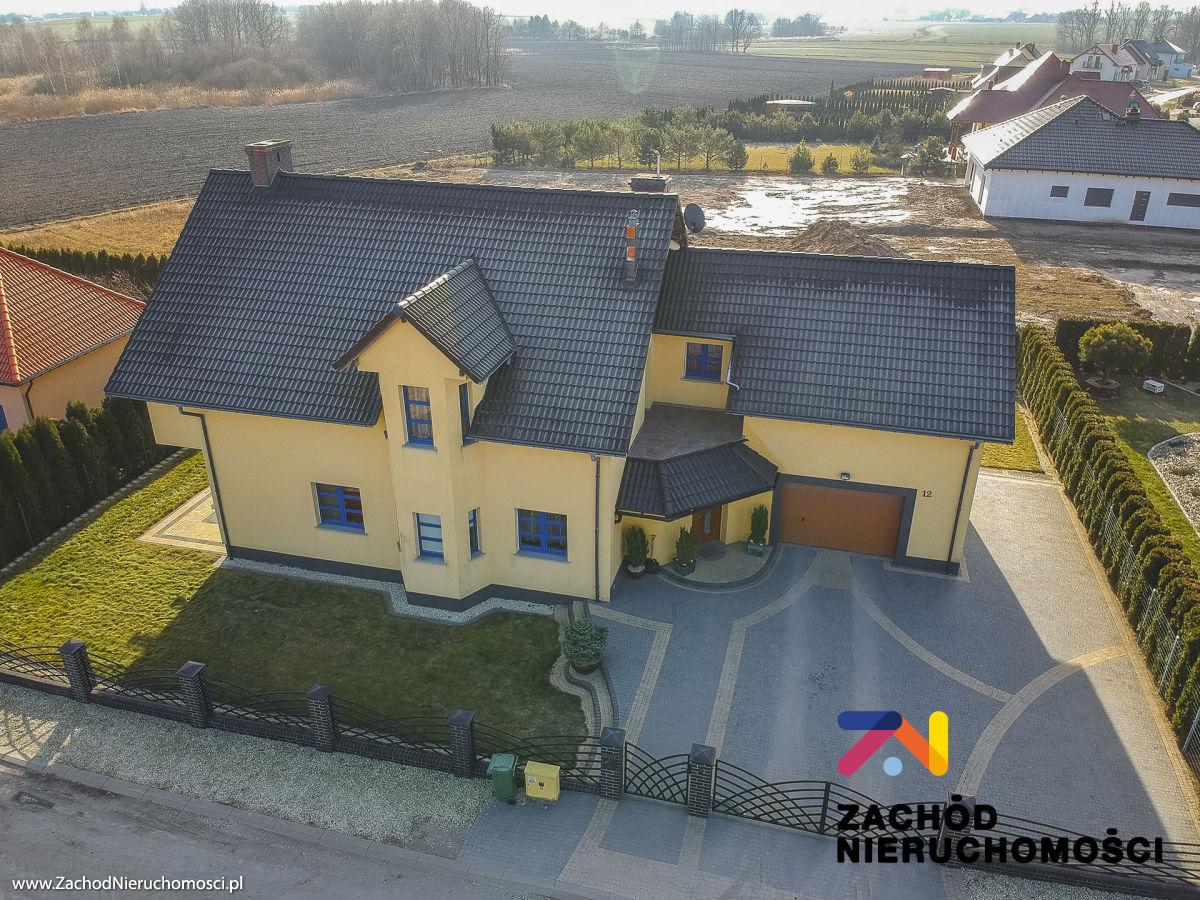 Nieruchomości Świdnica - Przestronny dom w spokojnej okolicy