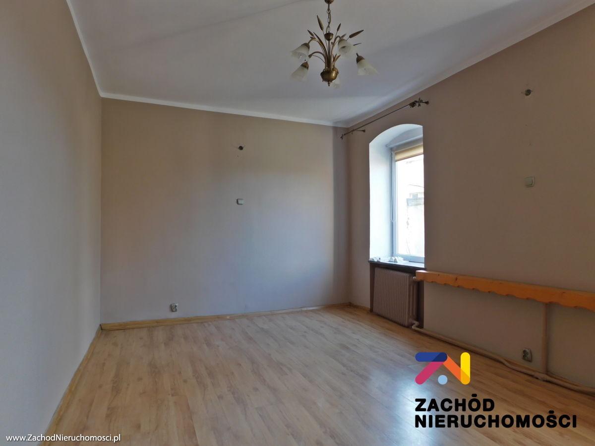 Nieruchomości Świdnica - Mieszkanie z dużym potencjałem w blisko Strzegomia.