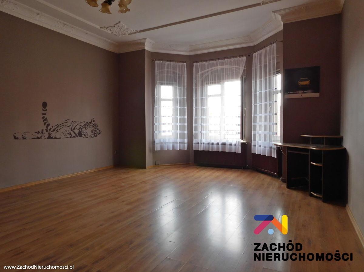 Nieruchomości Świdnica - Przestronne i eleganckie mieszkanie blisko rynku.
